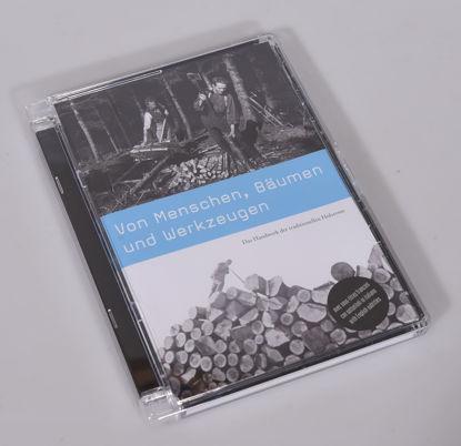 Immagine di DVD Di persone, alberi e strumenti